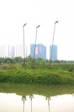 La voie des airs, sculpture réalisée pour le Parc P'Art Sino Français de Ronggui, Shunde Chine  Ancres, Métal, résine et fibre de verre (Hauteur:7m)